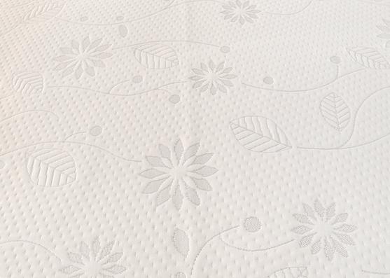 100% poliéster Tejido de punto de cubierta de colchón de flor blanca pequeña para el hogar